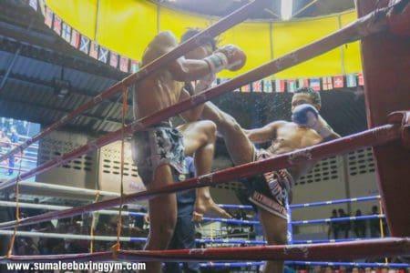 Thepnakhon landing a body kick